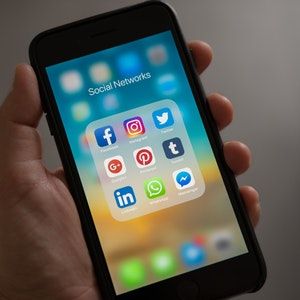 Why You Should Use Social Media Marketing on Mobile Devices